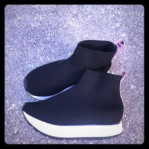 Other - #LOVE Slip on Sneakers Zara Kids size 28